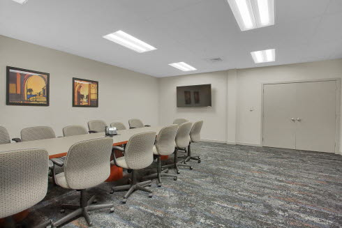 EO LARGE CONFERENCE ROOM